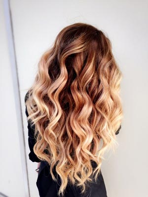 come fare capelli mossi con la piastra